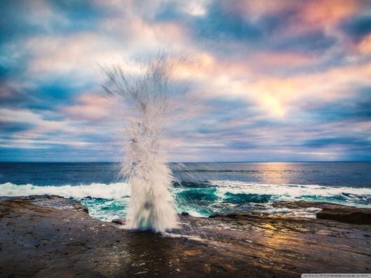 wave_crashing_on_shore-wallpaper-1152x864